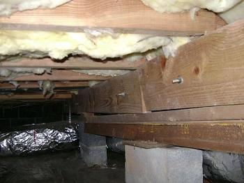 sagging crawl space with wooden shimming
